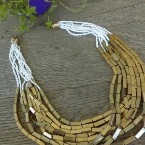 VTG Gold and white necklace